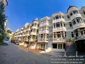 Townhouse for rent : Biggest unit in the village , 4 storeys for 500 sq.m. with 3 bedrooms
