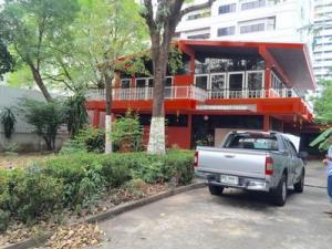 For rent House at Sukhumvit 11-13 150 sq.w 3 Bedrooms 3 Bathrooms Near BTS Nana